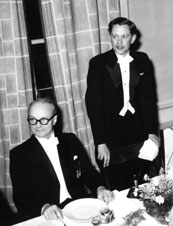 Filip Hjulström (sitting) and Åke Sundborg in 1957.